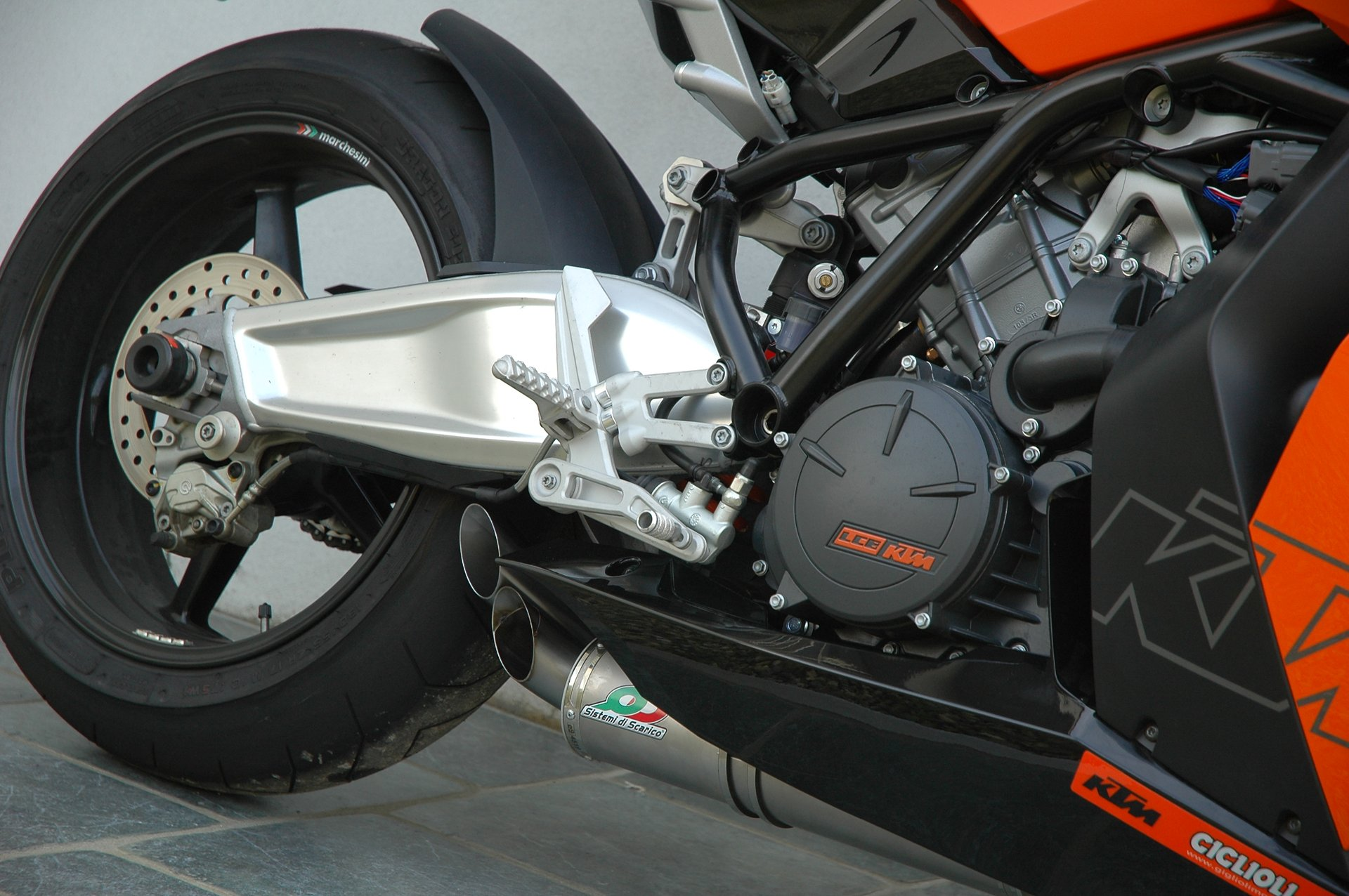 Exhaust options for RC8 | KTM Forums